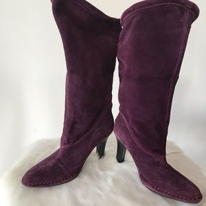 Purple suede boots by 'hot in Hollywood' size 8